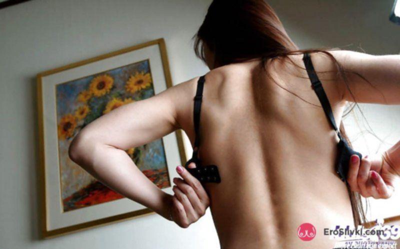 Чувственная азиатка ласкает себя после возбуждающего стриптиза - фото